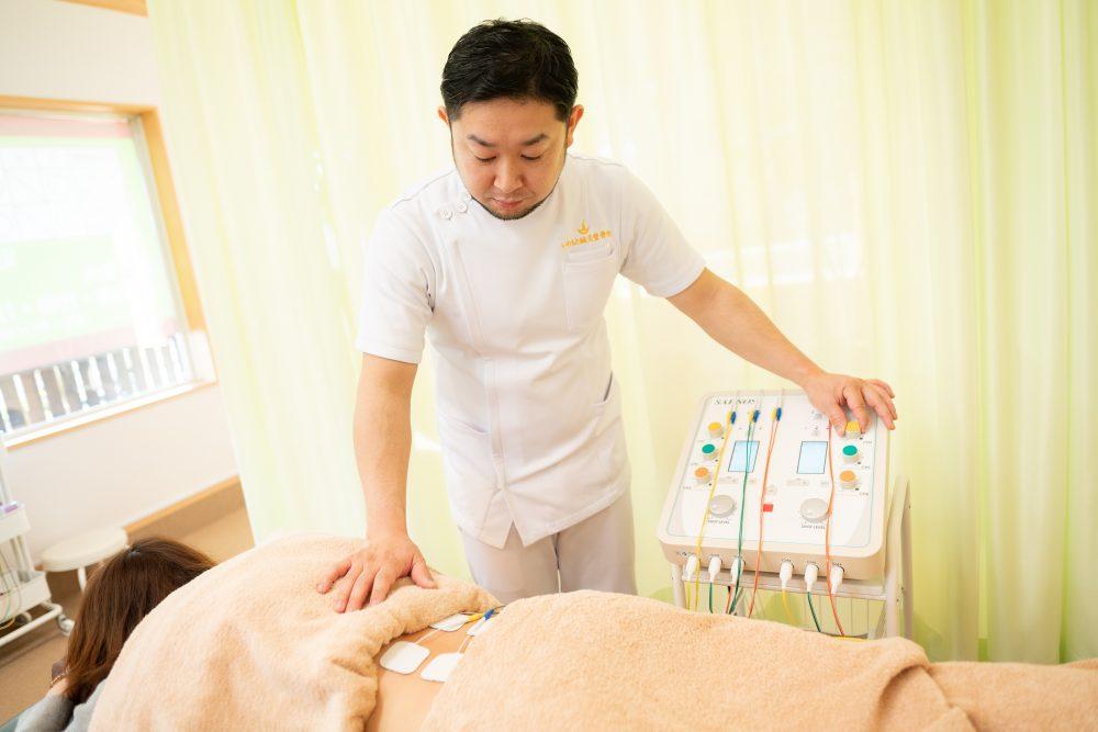 低周波治療器:SARNOS(サーノス)富谷市で治療機器がある整骨院